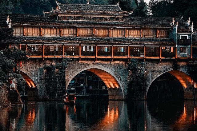 Vẻ đẹp mộng mị của Phượng Hoàng cổ trấn trước khi ngập trong biển lũ - 8