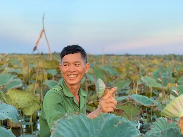Hà Tĩnh: Kiếm tiền từ thu hoạch sen cuối vụ - 9