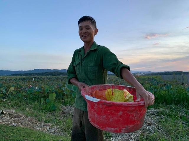 Hà Tĩnh: Kiếm tiền từ thu hoạch sen cuối vụ - 5