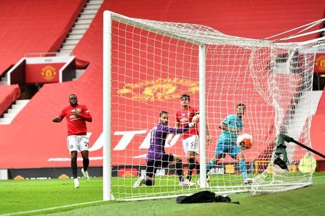"""Man Utd 5-2 Bournemouth: Hàng công """"Quỷ đỏ"""" thăng hoa rực rỡ - 12"""