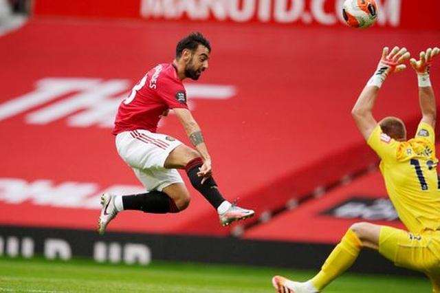"""Man Utd 5-2 Bournemouth: Hàng công """"Quỷ đỏ"""" thăng hoa rực rỡ - 13"""