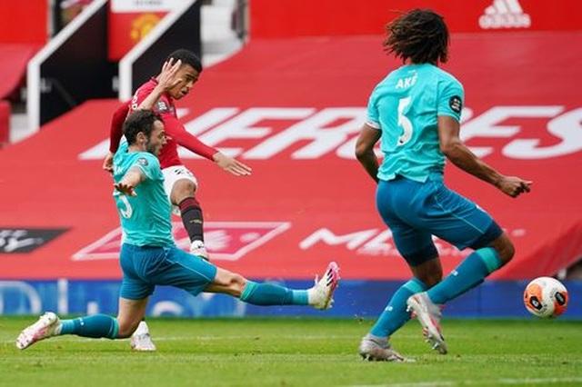 """Man Utd 5-2 Bournemouth: Hàng công """"Quỷ đỏ"""" thăng hoa rực rỡ - 11"""