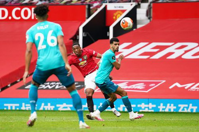 """Man Utd 5-2 Bournemouth: Hàng công """"Quỷ đỏ"""" thăng hoa rực rỡ - 9"""