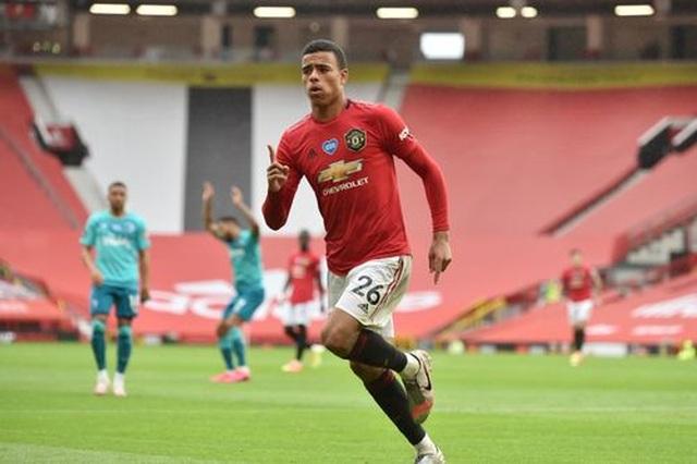 """Man Utd 5-2 Bournemouth: Hàng công """"Quỷ đỏ"""" thăng hoa rực rỡ - 1"""
