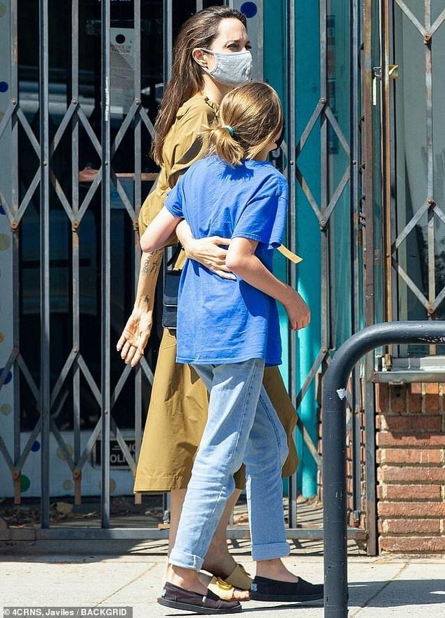 Sophie Turner bầu bí vẫn sành điệu - 6
