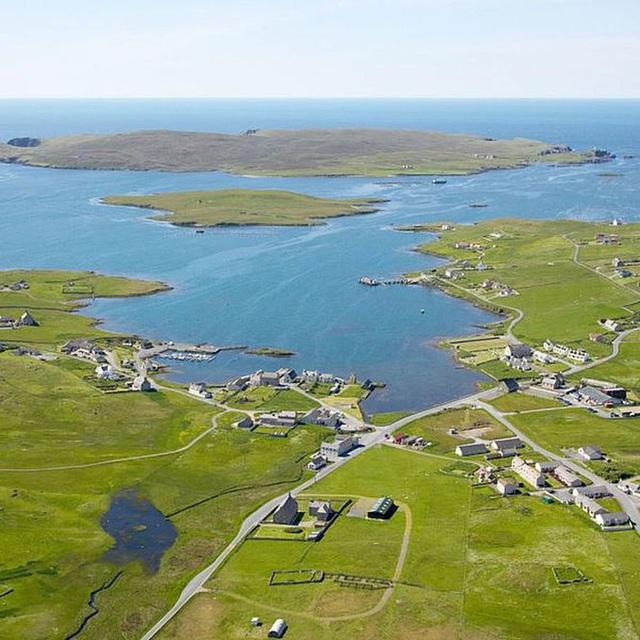 Hòn đảo được rao bán với giá sốc, chỉ bằng một căn hộ ở New York - 1