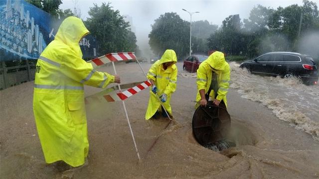 Chùm ảnh lũ lụt kinh hoàng ở Trung Quốc - 10