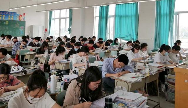 Trung Quốc: Xu hướng ôn khắc nghiệt, thi lại gaokao để vào đại học tinh hoa - 1