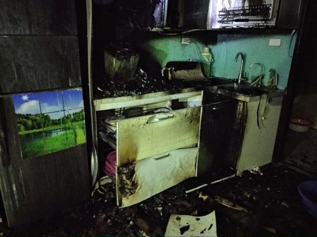Hà Nội: Cháy chung cư lúc nửa đêm, chuông báo cháy kiên quyết không kêu - 3