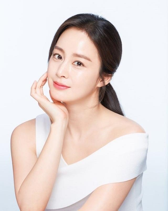 """""""Gái hai con"""" Kim Tae Hee """"đốn tim"""" cộng đồng mạng với nhan sắc ngọt ngào - 13"""
