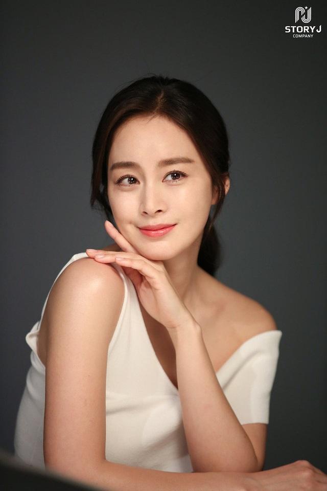 """""""Gái hai con"""" Kim Tae Hee """"đốn tim"""" cộng đồng mạng với nhan sắc ngọt ngào - 7"""