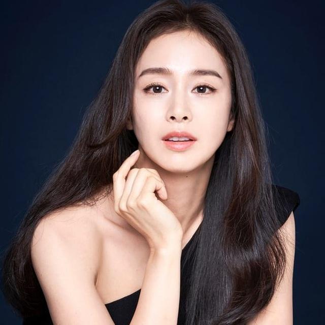 """""""Gái hai con"""" Kim Tae Hee """"đốn tim"""" cộng đồng mạng với nhan sắc ngọt ngào - 4"""