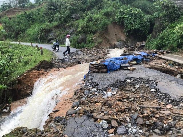 Thủ tướng chỉ đạo ứng phó tình huống thiên tai, mưa lũ lớn bất thường - 1