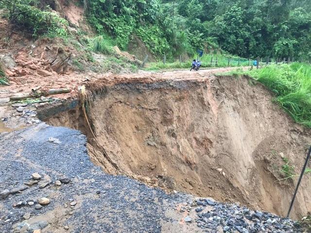 Phó Thủ tướng yêu cầu khẩn trương ứng phó, khắc phục hậu quả mưa lũ - 1