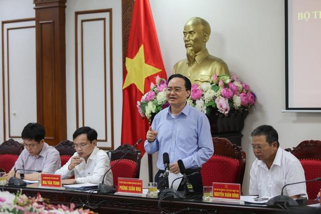 """Bộ trưởng Phùng Xuân Nhạ: """"Không để sơ suất nhỏ làm ảnh hưởng kỳ thi"""" - 1"""