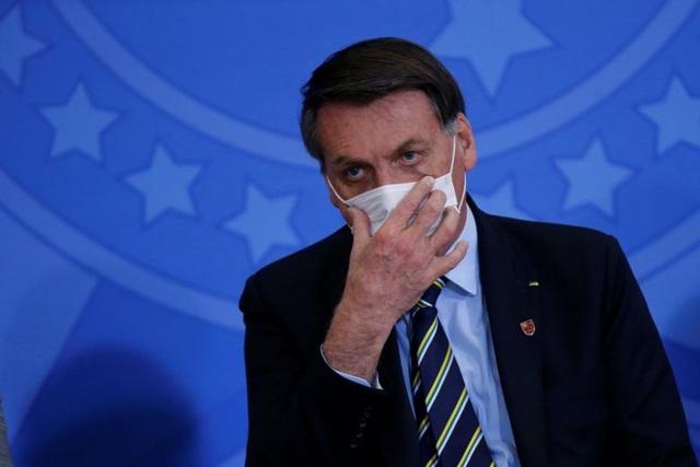 Hơn 63.000 người chết, Tổng thống Brazil vẫn nới lỏng luật đeo khẩu trang - 1
