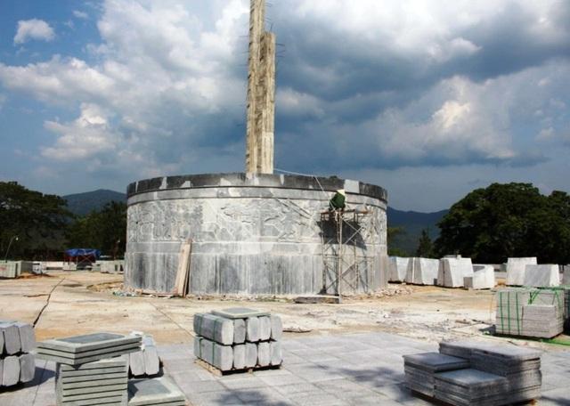 Chủ tịch huyện lên tiếng vụ huyện nghèo xây tượng đài 48 tỷ - 1