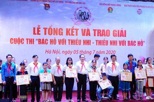 Nữ sinh lớp 7 Bến Tre giành 3 giải lớn ở cuộc thi thu hút học sinh cả nước - 1