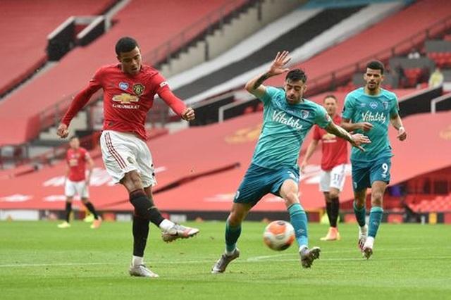 Những khoảnh khắc thăng hoa của hàng công Man Utd trước Bournemouth - 15
