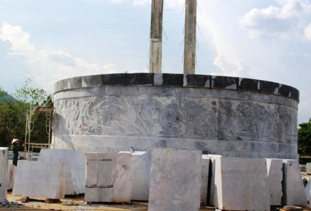 Lùm xùm chuyện huyện nghèo xây tượng đài 48 tỷ đồng - 2