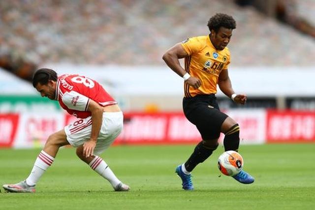 Wolves 0-2 Arsenal: Saka, Lacazette lập công cho đội khách - 12