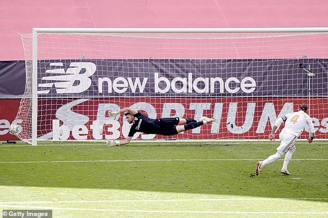Ramos ghi bàn, Real Madrid bỏ xa Barcelona đến 7 điểm - 8