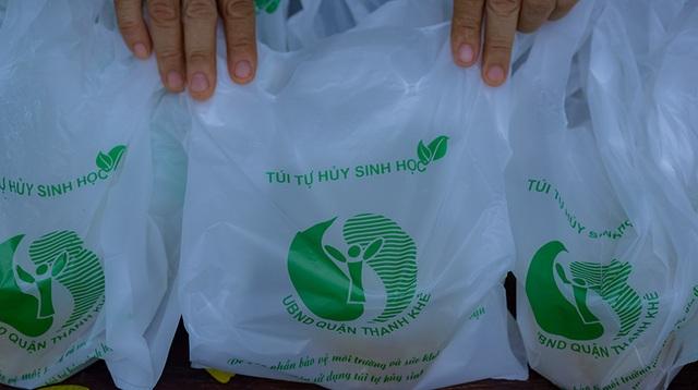 Tấm áo, bữa cơm thơm thảo giúp người khó khăn ở Đà Nẵng - 1