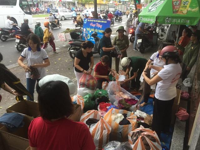 Tấm áo, bữa cơm thơm thảo giúp người khó khăn ở Đà Nẵng - 2