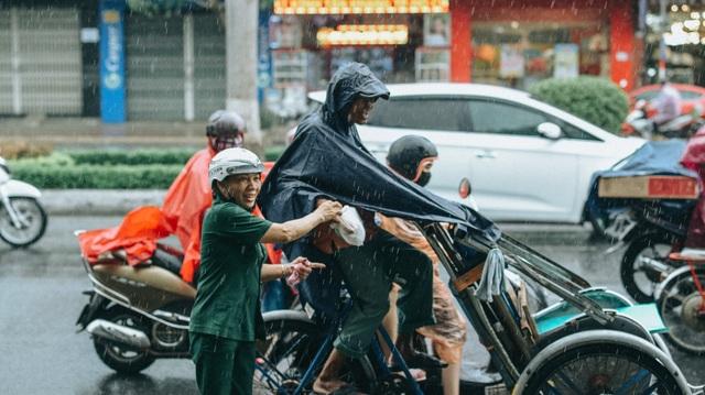 Tấm áo, bữa cơm thơm thảo giúp người khó khăn ở Đà Nẵng - 6
