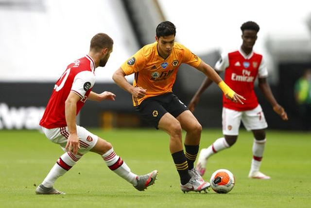 Wolves 0-2 Arsenal: Saka, Lacazette lập công cho đội khách - 10