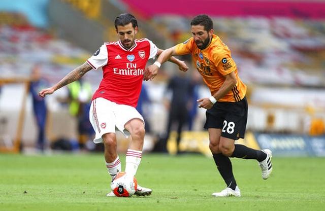 Wolves 0-2 Arsenal: Saka, Lacazette lập công cho đội khách - 1
