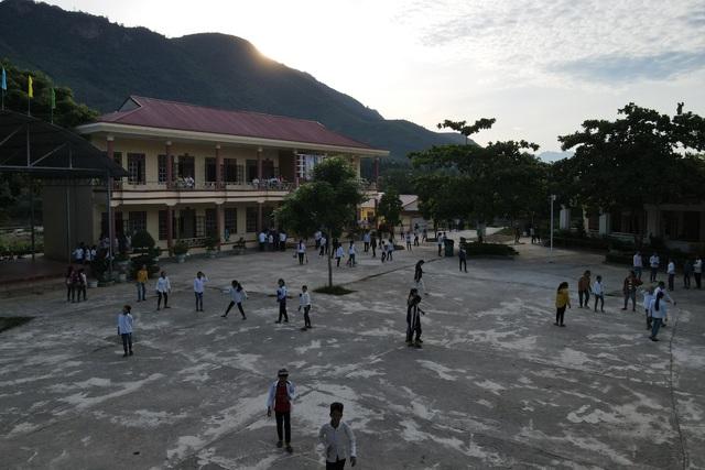 Điểm trường Dân Trí tặng học sinh được công nhận đạt chuẩn quốc gia - 7