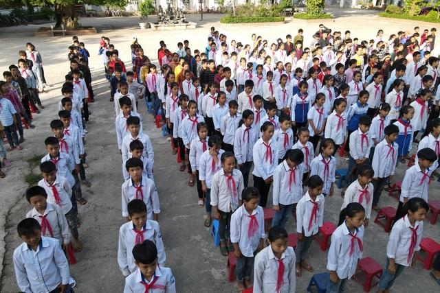 Điểm trường Dân Trí tặng học sinh được công nhận đạt chuẩn quốc gia - 2