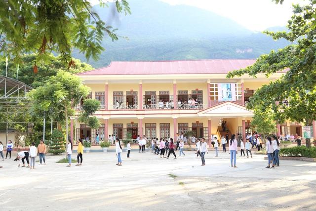 Điểm trường Dân Trí tặng học sinh được công nhận đạt chuẩn quốc gia - 1