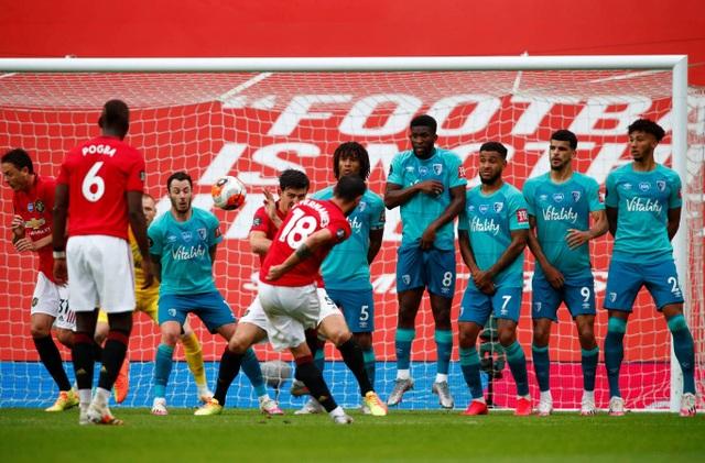 Những khoảnh khắc thăng hoa của hàng công Man Utd trước Bournemouth - 17