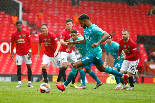 Những khoảnh khắc thăng hoa của hàng công Man Utd trước Bournemouth - 13