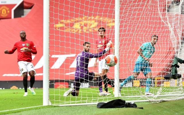 Những khoảnh khắc thăng hoa của hàng công Man Utd trước Bournemouth - 3