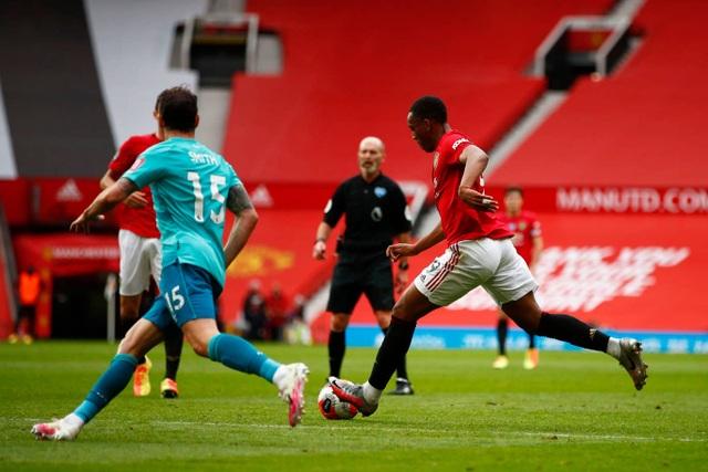 Những khoảnh khắc thăng hoa của hàng công Man Utd trước Bournemouth - 11