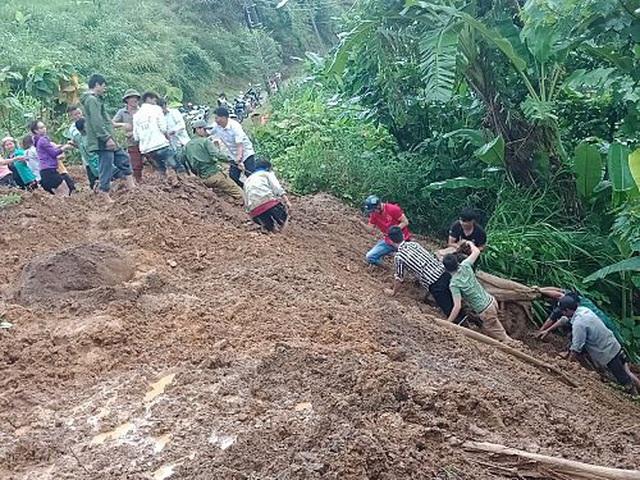 Phó Thủ tướng yêu cầu khẩn trương ứng phó, khắc phục hậu quả mưa lũ - 2