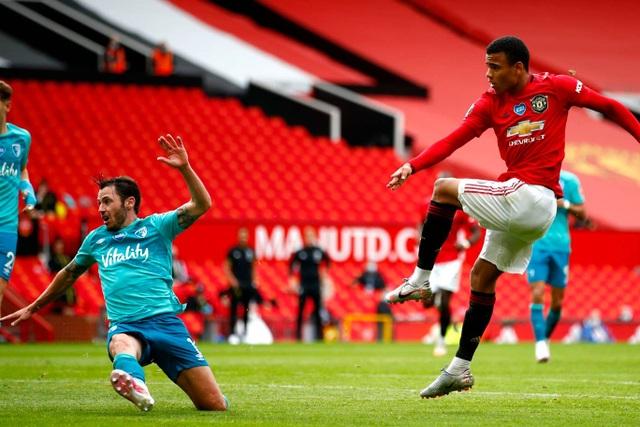 Những khoảnh khắc thăng hoa của hàng công Man Utd trước Bournemouth - 7