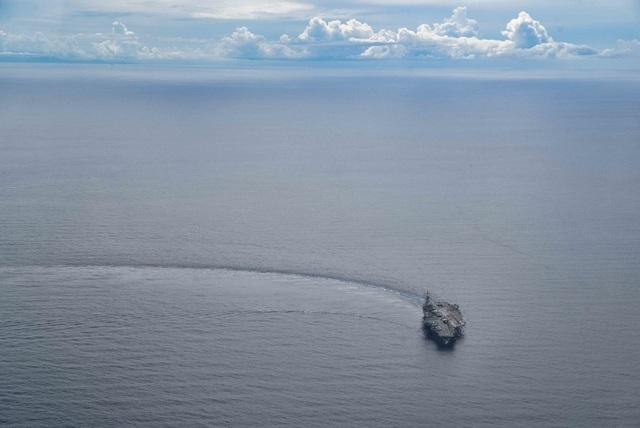 Cận cảnh tàu sân bay Mỹ tập trận ở Biển Đông - 4