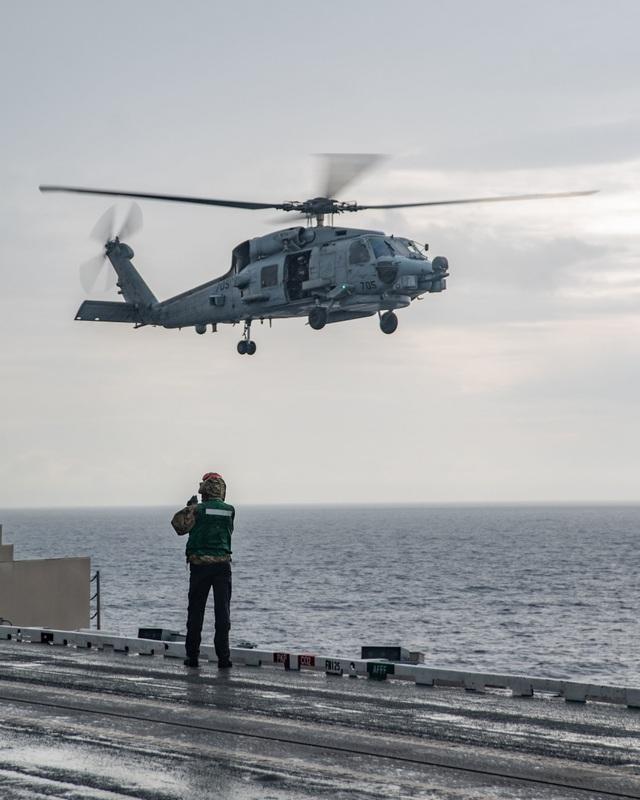Cận cảnh tàu sân bay Mỹ tập trận ở Biển Đông - 8