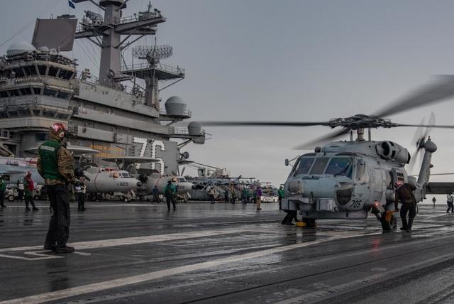 Cận cảnh tàu sân bay Mỹ tập trận ở Biển Đông - 9