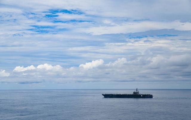 Cận cảnh tàu sân bay Mỹ tập trận ở Biển Đông - 1