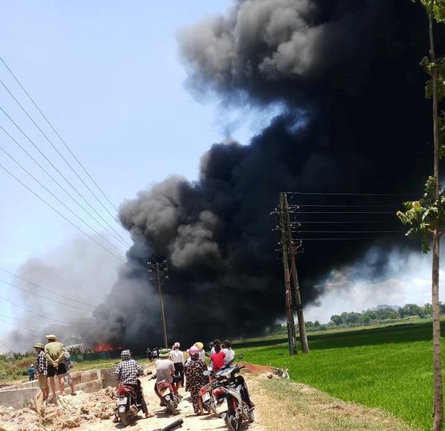 Đang cháy lớn trong khu công nghiệp tại Thanh Hóa - 5