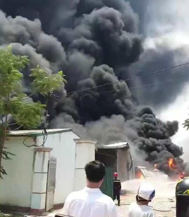 Đang cháy lớn trong khu công nghiệp tại Thanh Hóa - 2