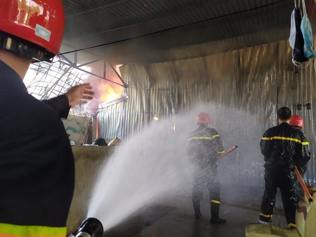 Đang cháy lớn trong khu công nghiệp tại Thanh Hóa - 6