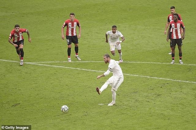 Kinh ngạc với khả năng ghi bàn như máy của Sergio Ramos - 1
