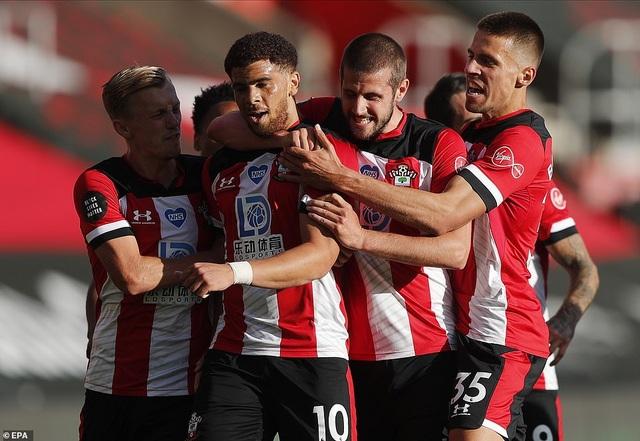 Man City gục ngã trước Southampton, Liverpool thắng trận thứ 29 - 3