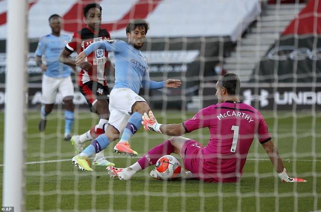Man City gục ngã trước Southampton, Liverpool thắng trận thứ 29 - 4